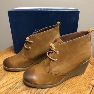 Sperry Harlow Cognac lace up boots- NIB!!